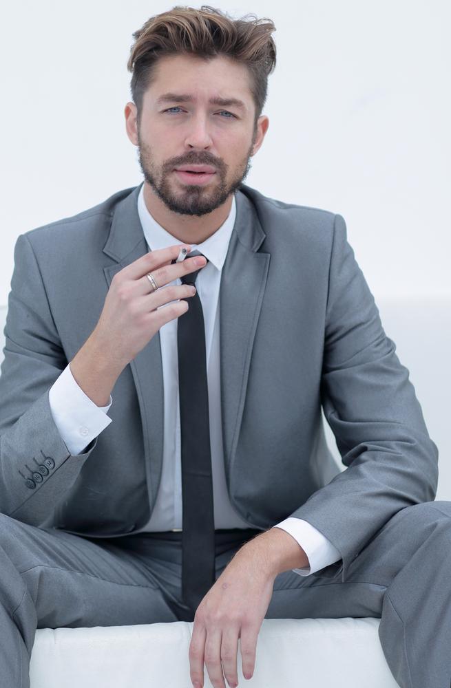 חליפה עסקית,תדמית עסקית,קוד לבוש, האם חליפה גורמת לאדם לתפוס את העולם אחרת?