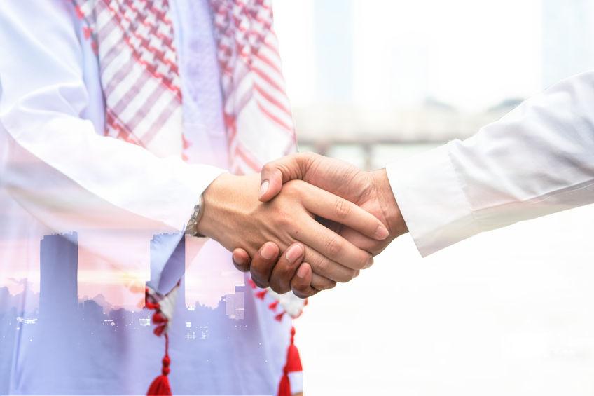 קוד לבוש ולחיצת יד בדובאי .הסכם בין במדינות